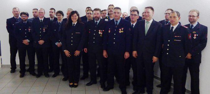 Gemeindefeuerwehrtag: Ehrungen für über 500 Jahre Engagement bei der Feuerwehr