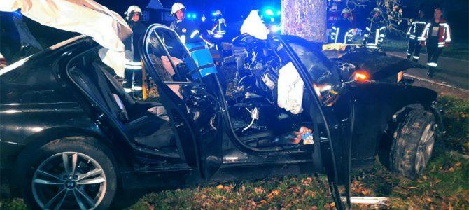 Feuerwehr rettet nach schwerem Verkehrsunfall
