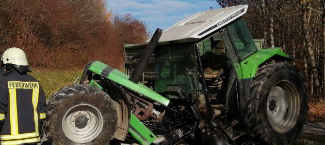Feuerwehreinsatz wegen Verkehrsunfall mit Traktor